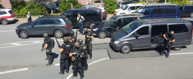 Germania, uomo armato si barrica in un cinema. Ucciso dopo blitz della polizia, ostaggi in salvo