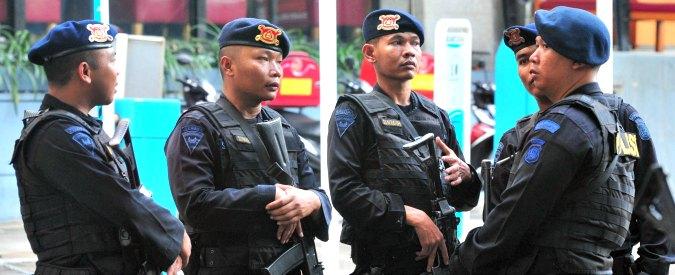 """Bali, teppisti e disoccupati armati per combattere """"le influenze straniere"""": comunismo e omosessualità"""