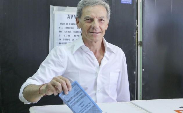 Napoli, Gianni Lettieri al voto per le comunali