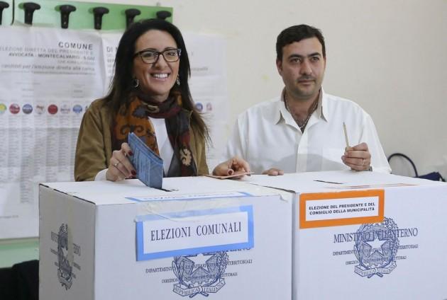 Napoli, Valeria Valente al voto per le comunali
