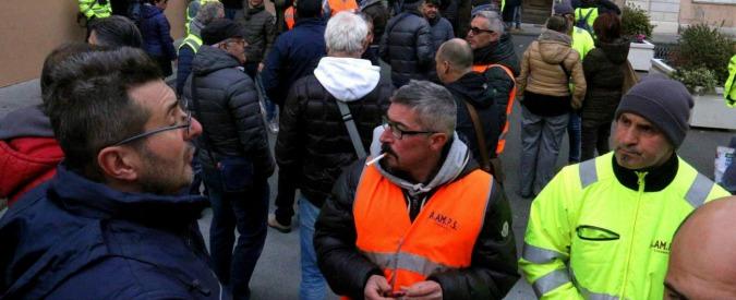 """Rifiuti Livorno, Nogarin: """"Presto il piano, riorganizzazione epocale"""". Ma Aamps: """"Spalmare 13 milioni di crediti su Tari"""""""