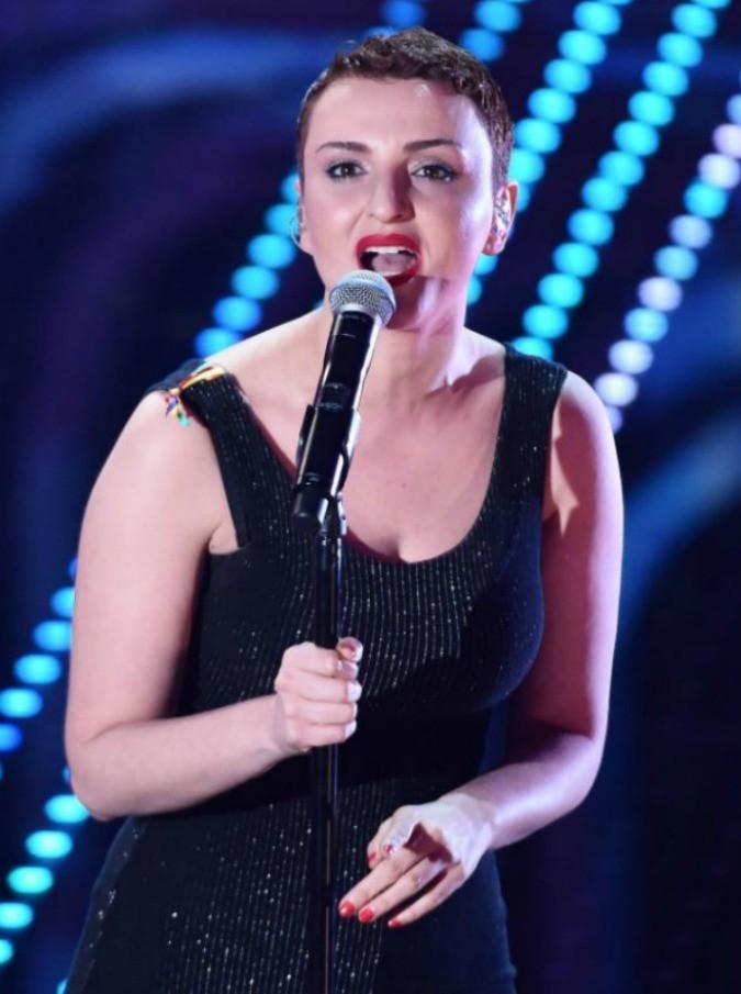 """X Factor 2016, le pagelle di Michele Monina e della figlia Lucia: """"Arisa? Champagne e ritmo"""". """"Non sembra tutta apposto"""" - 12/12"""