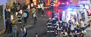 """Attentato Istanbul, 41 morti di cui 13 stranieri. Premier: """"Tutto porta a Isis. Inquirenti: """"Stranieri i tre kamikaze"""". Arrestata una donna (FOTO e VIDEO)"""