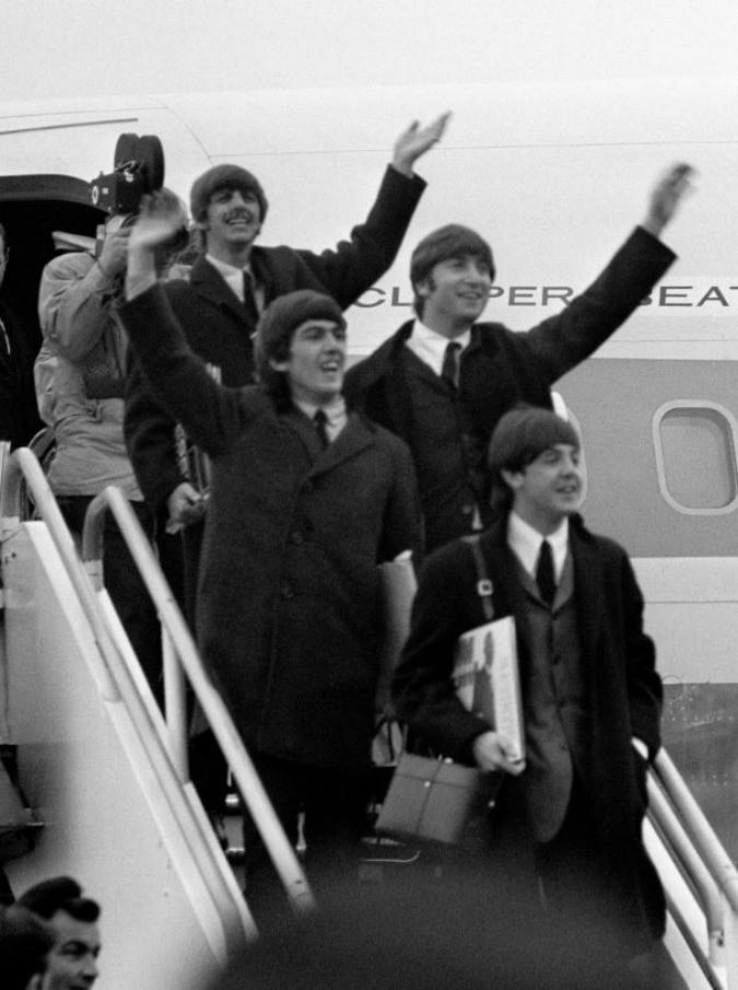 The Beatles, Ron Howard riporta al cinema i Fab Four. Canzoni, successi, vite: la chiamano musica leggera, ma Dio quanto è importante