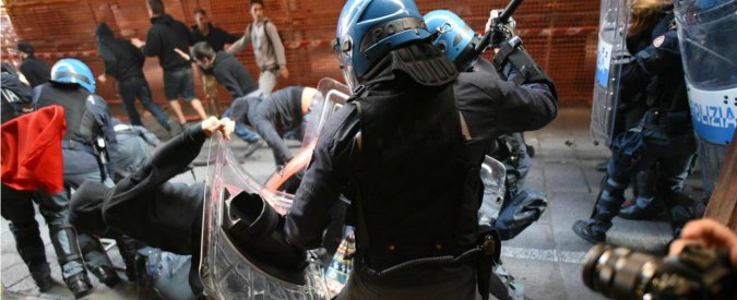 """Elezioni Bologna 2016, comizio Salvini: polizia carica i centri sociali. Lui: """"Servono le ruspe"""""""