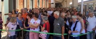 """Passerella lago d'Iseo, folla di visitatori e trasporti in tilt. Prefetto di Brescia: """"Sarà chiusa di notte"""""""