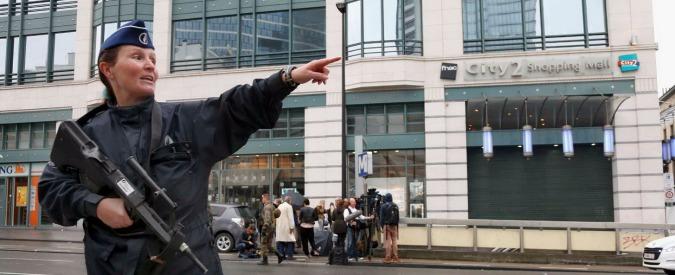 """Bruxelles, allarme bomba davanti a centro commerciale. Fermato un sospetto: """"Aveva falsa cintura esplosiva"""""""