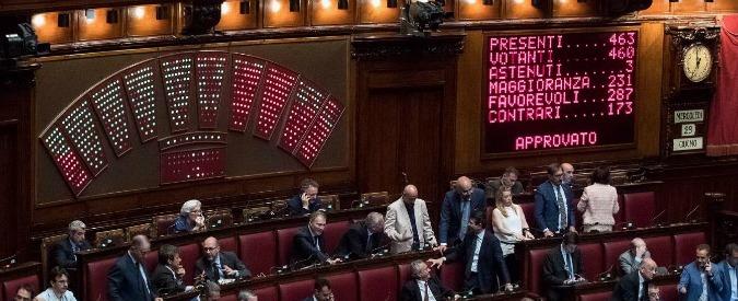 """Il decreto Banche è legge, ok finale alla Camera. Il Pd: """"Fondamentale"""". Meloni: """"Il governo fa marchette a istituti"""""""