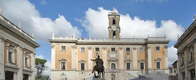 """Roma, consigliere municipale M5s: """"Allontanate quelli del Pd anche col metodo Spada"""". I dem: """"Si dimetta"""""""