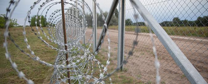 Migranti, gli affari d'oro della European Security Fencing: l'azienda leader nella costruzione di fili spinati anti-profughi
