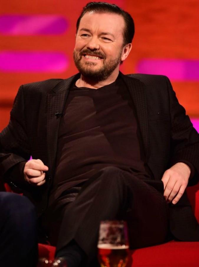 """Tutti pazzi per Ricky Gervais: chi è """"il Woody Allen inglese"""". Schietto, irregolare, geniale: avercene dalle nostre parti, signora mia"""