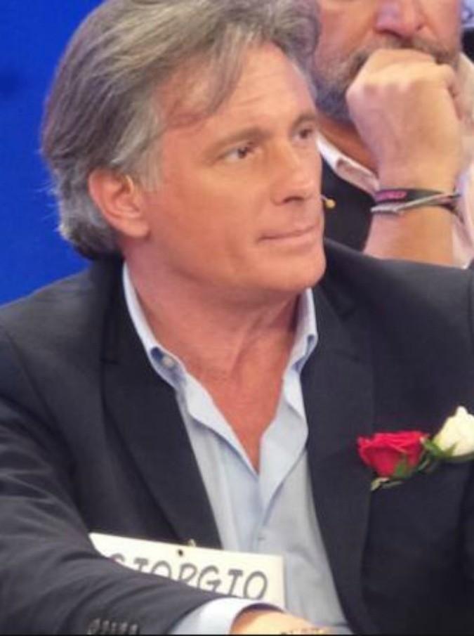Uomini e Donne, Giorgio Manetti: dopo aver dato il due di picche a Gemma, il tronista over fa un corso di seduzione (al costo di 180 euro a persona)