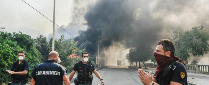 """Incendi Sicilia, Alfano: """"Se c'è piromane, reazione durissima"""". Legambiente: """"Roghi dolosi in aumento del 49 per cento"""""""