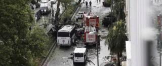 """Istanbul, autobomba al passaggio della polizia in centro: """"Dodici morti e 42 feriti"""" – (FOTO)"""
