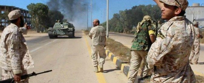 Libia, kamikaze fanno esplodere due autobombe a Sirte: 8 soldati morti