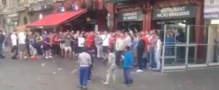 Europei 2016, a Lille hooligan inglesi e gallesi lanciano monetine contro 4 bimbi rifugiati (VIDEO)