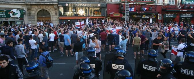 """Europei 2016, Ft: """"Tifosi inglesi a Lille hanno spinto mendicante di 7 anni a bere una birra intera in cambio di alcune monetine"""""""