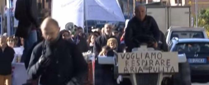 """Albiano, il paese della Lunigiana che da un anno protesta una volta a settimana: """"Impianto tritarifiuti vicino alle case"""""""