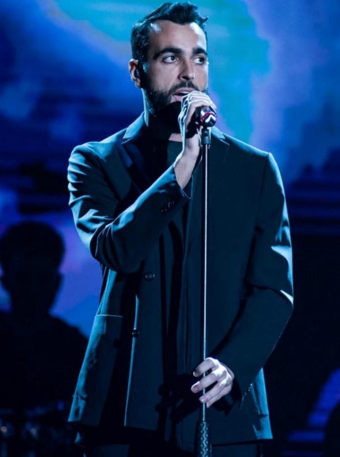 """Sanremo 2019, Marco Mengoni ospite sul palco dell'Ariston: """"Ho tirato fuori cose che avevo lasciato nascoste"""""""