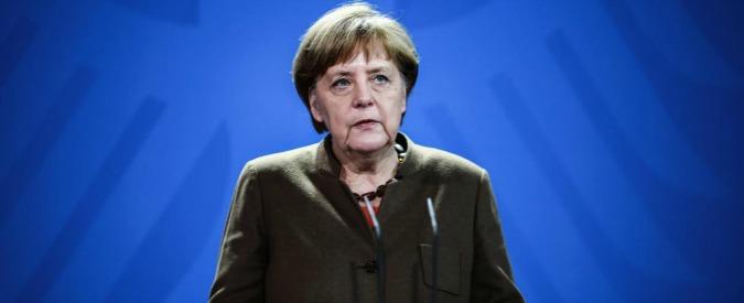 """Burqa, la cancelliera Merkel: """"Frena l'integrazione. Sì al divieto parziale"""". Ministri interno regionali: """"Vietare veli che coprono volto"""""""