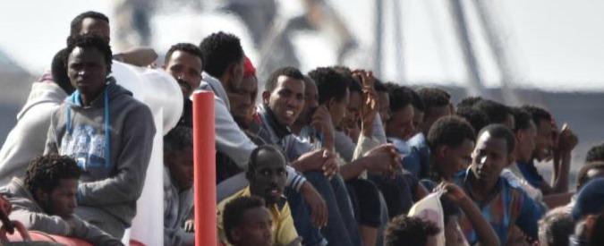 """Migranti, giudice: """"24enne del Gambia non ha requisiti per status rifugiato? Può restare perché povero"""""""