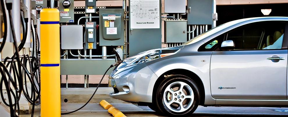Norvegia, dal 2025 stop ai motori a combustione interna. Solo auto elettriche