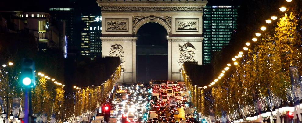 Parigi, dal 1° luglio le auto costruite prima del '97 non potranno più circolare