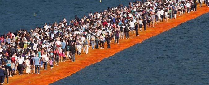 Passerella lago d'Iseo, evacuazione totale per allarme maltempo. Primo giorno successo di pubblico
