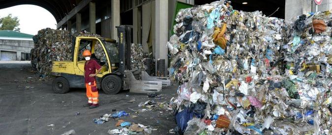 """Roma, Regione dà l'ultimatum sui rifiuti: """"Basta inviare l'organico a Fiumicino, avete 60 giorni per trovare un altro sito"""""""
