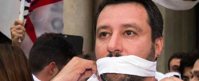 """Salvini imbavagliato come Moro, bufera sul fotomontaggio postato su Facebook da giovane Pd. Zaia: """"Peggiore politica"""""""