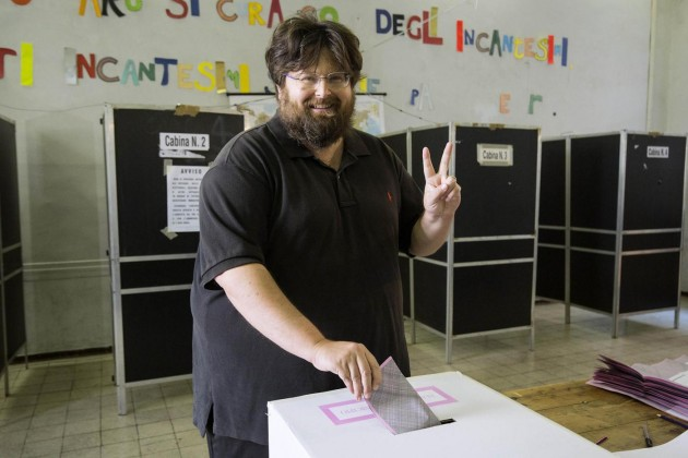 Roma, Mario Adinolfi al voto per le comunali
