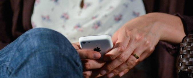 """Studio Usa: """"Cecità temporanea se si usa smartphone al buio con un occhio solo"""""""