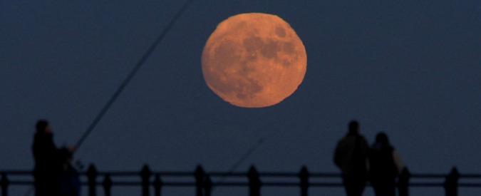 """Solstizio d'estate, """"Luna di fragola"""" nel giorno più lungo. Occhi puntati anche su Saturno e Giove"""