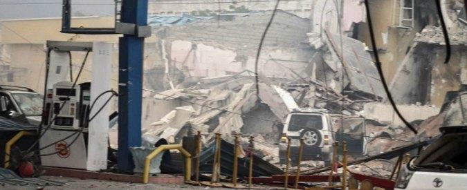 Somalia, autobomba davanti a hotel nel centro di Mogadiscio fa 35 morti e decine di feriti. Al-Shabaab rivendica l'assalto