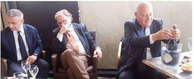 """Bolzano, la foto delle polemiche: Durnwalder festeggia l'assoluzione con Tarfusser. Il magistrato: """"Lì per caso"""""""