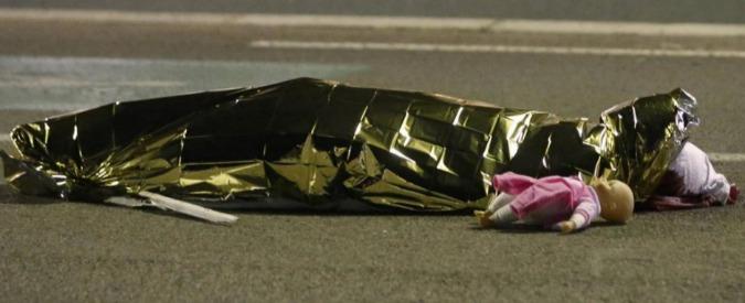 Attentato Nizza, bambino di otto mesi in carrozzina è stato ritrovato grazie a Facebook. Almeno 50 feriti sono minori