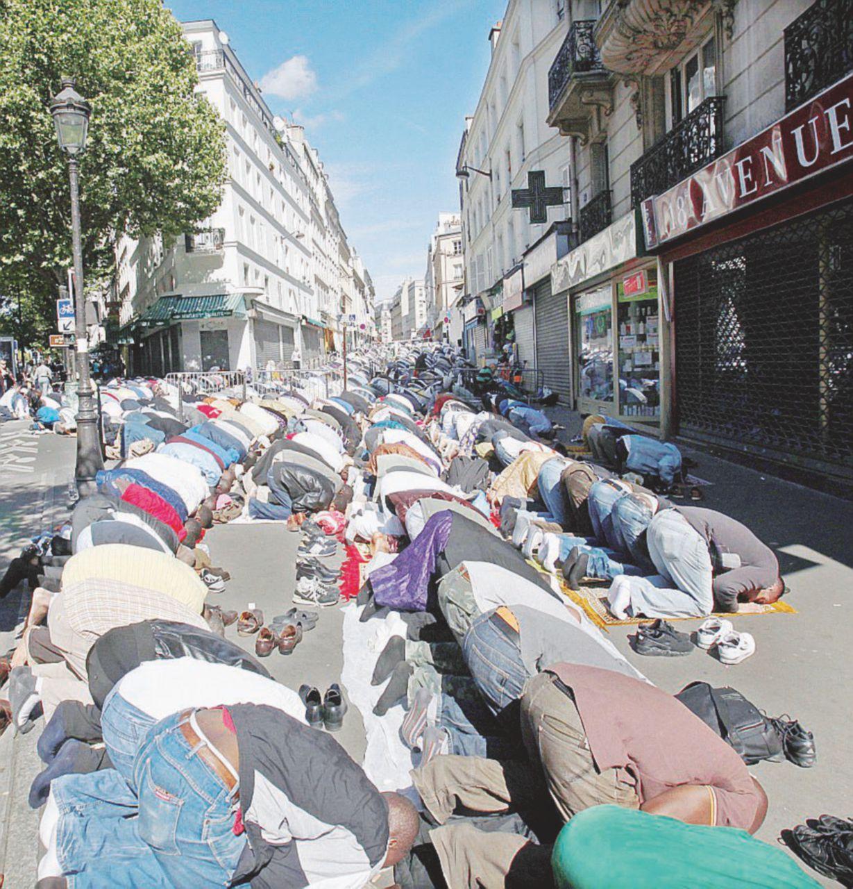 """Noi non siamo i """"Bleus"""". La Parigi che tifa contro"""