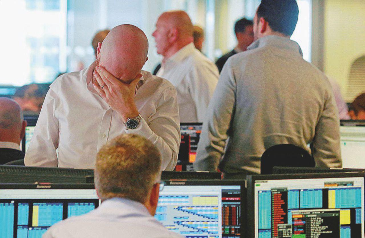 La Borsa non si fida dello scudo bucato offerto dal governo: banche ancora a picco