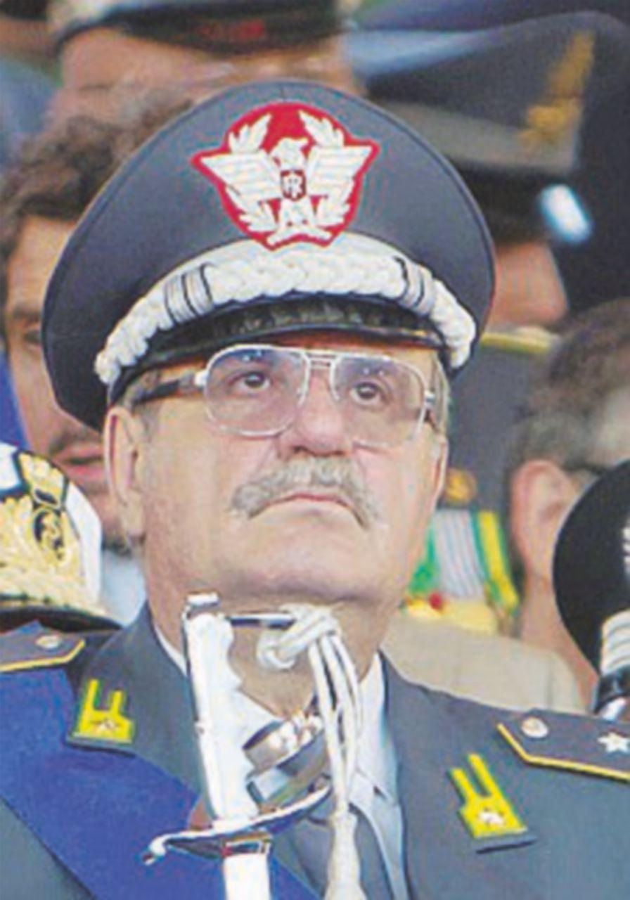 L'AdnKronos sceglie l'ex generale Adinolfi, vicino al premier
