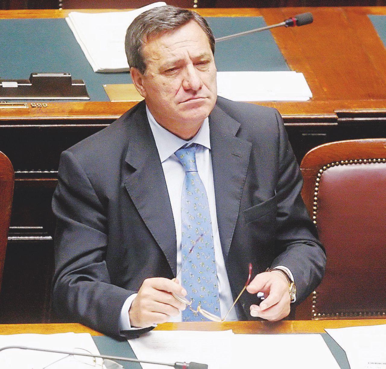 """Corruzione Roma, l'ex sottosegretario e l'incontro con Berlusconi: """"Sembravo io il Cavaliere e lui Lino Pizza, come leccava"""""""
