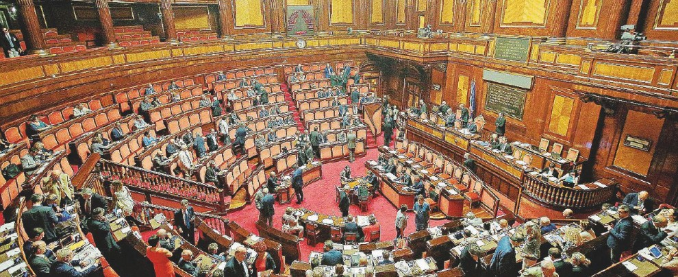 """Referendum riforme, il libro che spiega """"Perché No"""" al Senato dei nominati-immuni"""