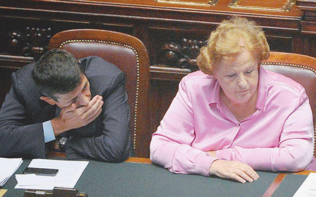 Renzi e le dimissioni a targhe alterne: nel 2013 critiche ad Alfano, oggi silenzio