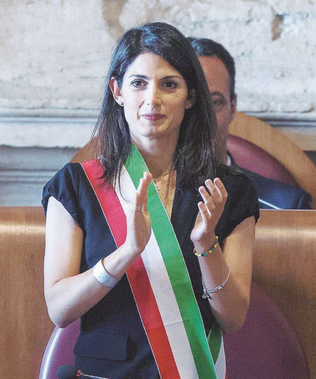Roma, Raggi perde un pezzo: il capo di gabinetto si ritira