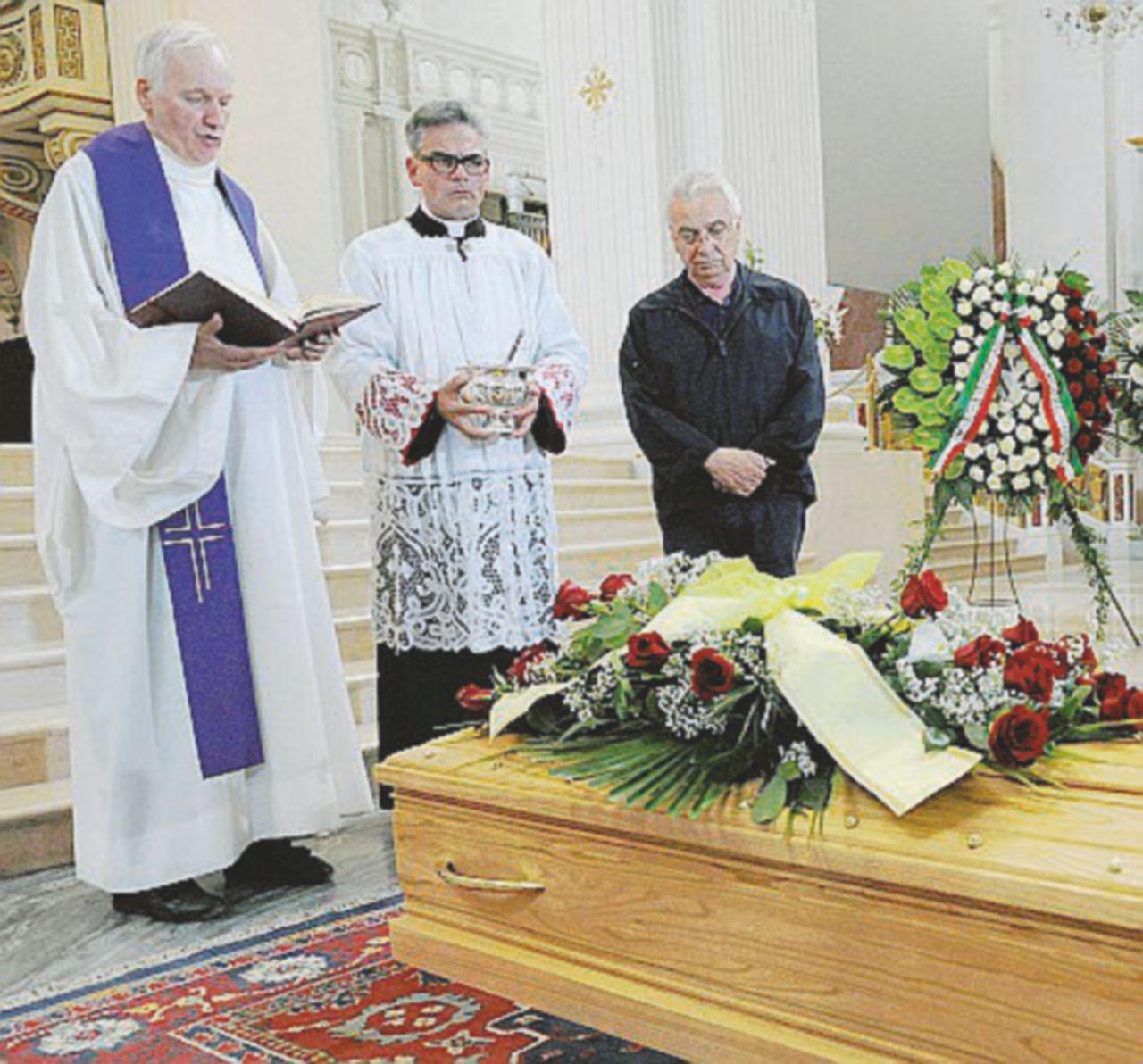 Emmanuel, i funerali (anche) della politica