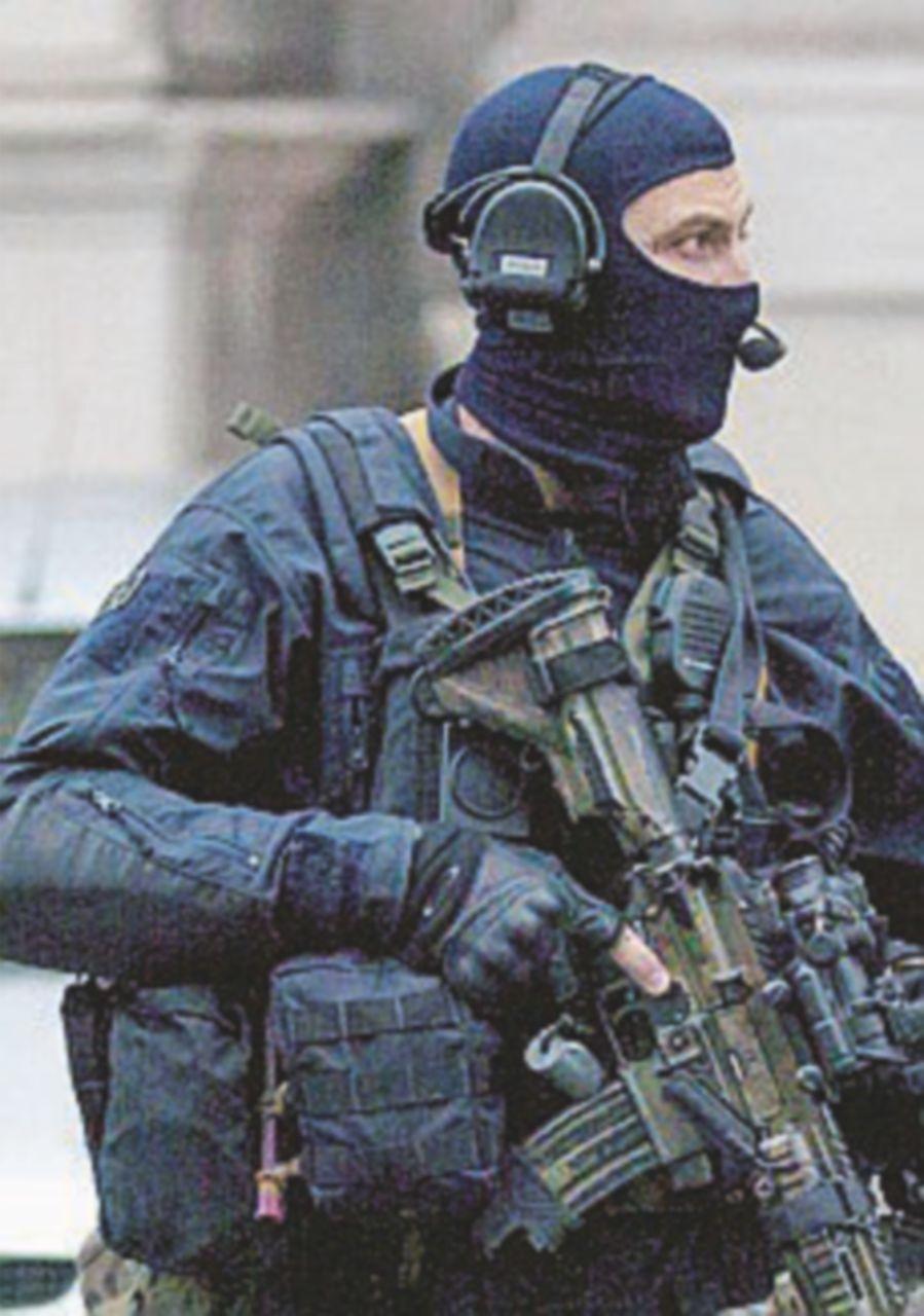 """Francia, gli 007: """"Isis pronta a passare alle autombomba"""""""