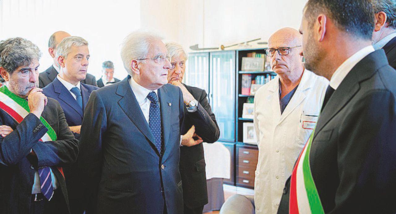 """Arriva Mattarella: """"Avrete giustizia"""""""