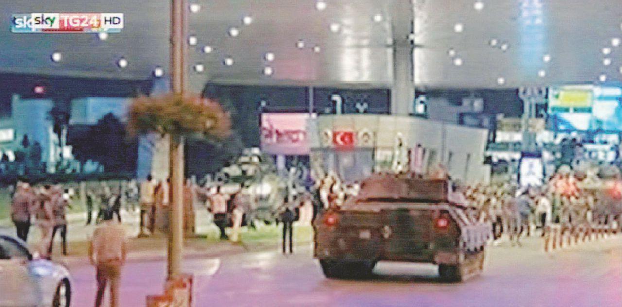 Istanbul, scene di guerra civile tra paura e spari
