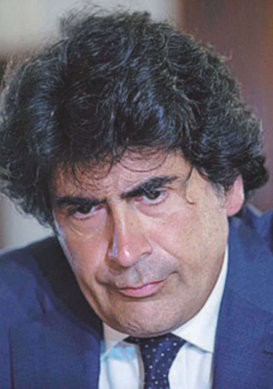 Il maestro Veronesi abbandona il palco per protesta