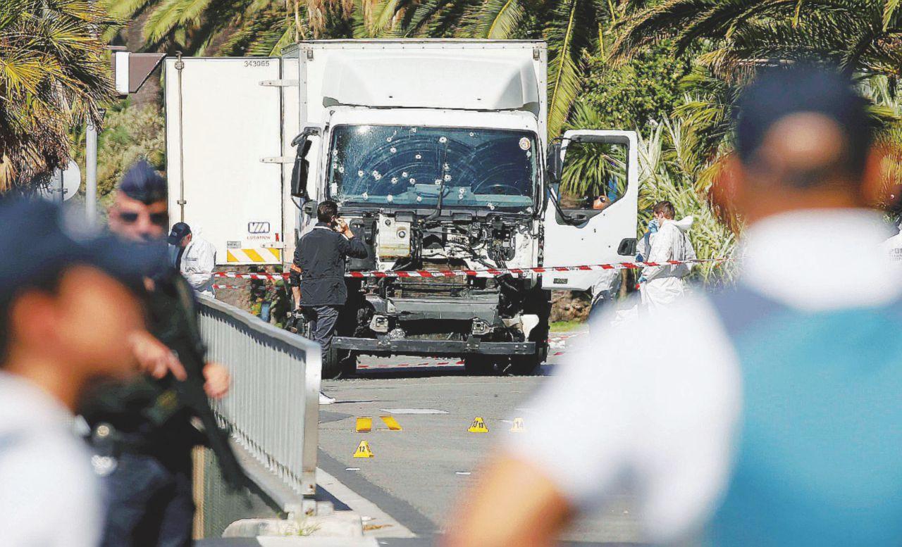 La radicalizzazione express di Bouhlel fa litigare Parigi
