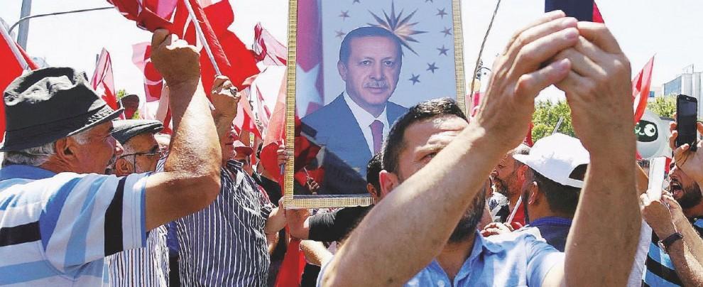 Guai ai vinti, Erdogan evoca la pena di morte